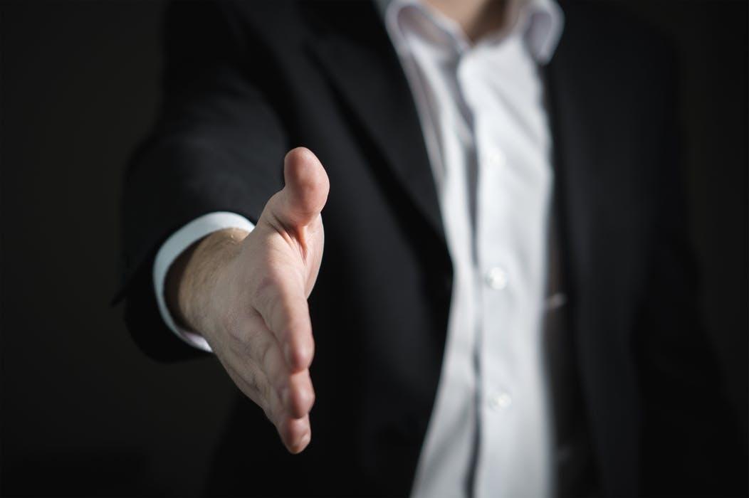 """קורס מכירות - כיצד להשיג """"כן"""" - עם אלכס בונר"""